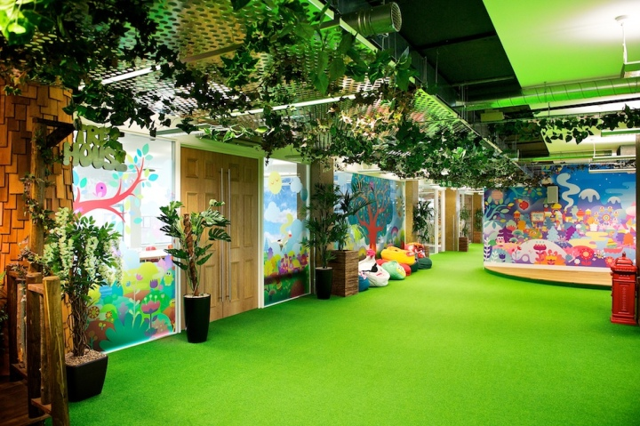 Moshi monsters hq fitout by interior integration solutions for Retail design companies london