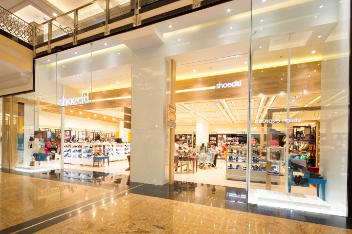 Shoe citi flagship store by green room dubai united for Green room retail design