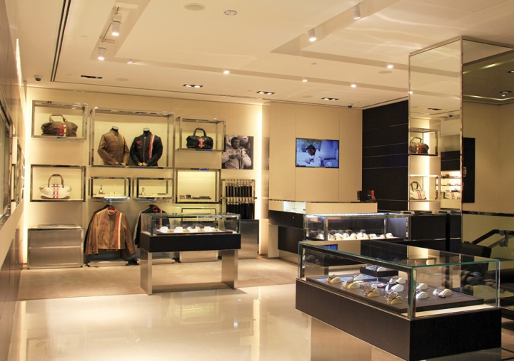 Store Tags: TAG Heuer Store By , Singapore » Retail Design Blog