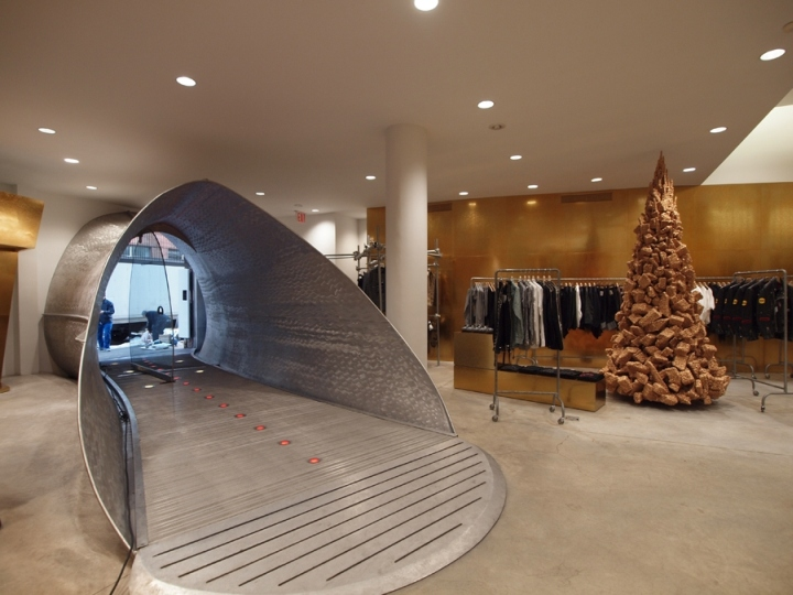 The Comme Des Garcon flagship store in London. Image via retail design blog.