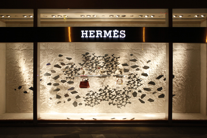 Herm s window display winter 2013 2014 by design systems for Show window designs