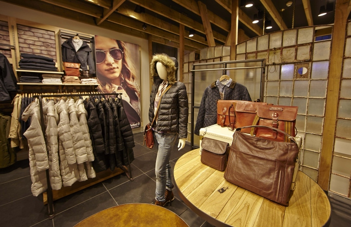 Timberland flagship store by green room glasgow uk for Green room retail design