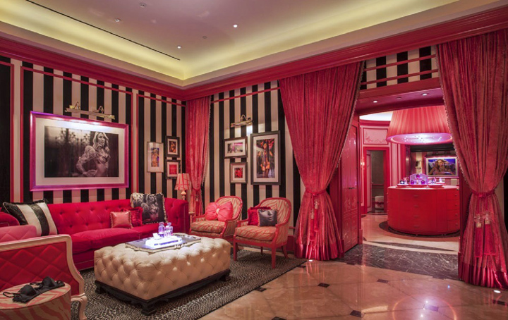 Lingerie stores victoria s secret store by grade kuwait for Room decor stores