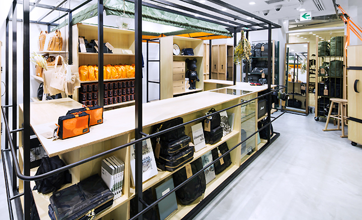 Porter stand store by yoshida co tokyo japan retail for Porte and co