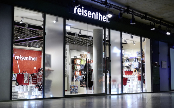 reisenthel concept store by zeichen wunder berlin germany retail design blog. Black Bedroom Furniture Sets. Home Design Ideas