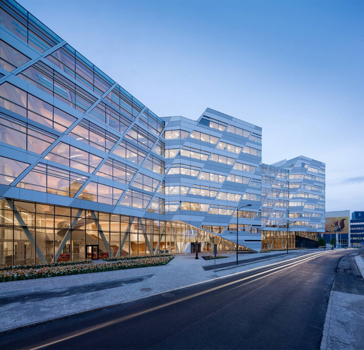 Swedbank office by 3xn architects stockholm sweden for Open bank oficinas