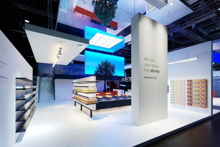 philips lighting stand by totems d sseldorf germany retail design blog. Black Bedroom Furniture Sets. Home Design Ideas