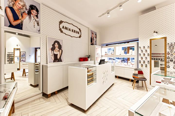 Ania kruk jewellery by mode lina warsaw poland retail - Presentoir bijoux professionnel ...