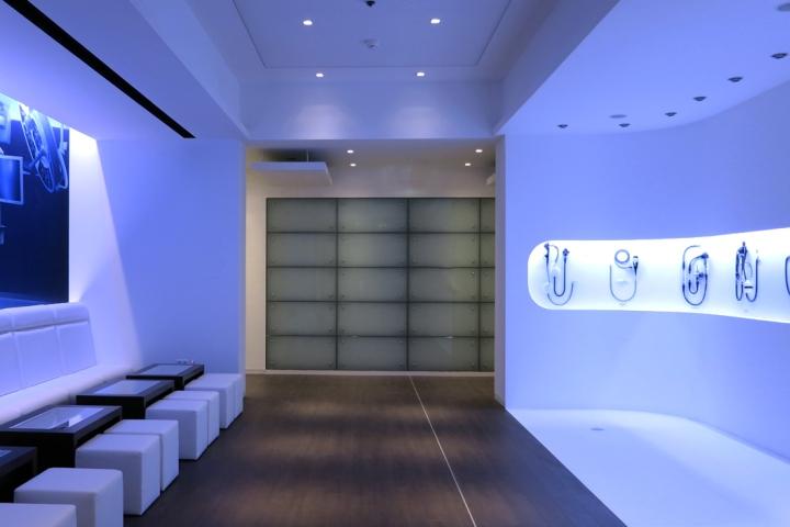 Olympus showroom by von weichs architekten licht01 - The showroom hamburg ...