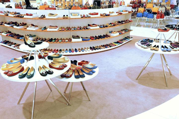 SM shoes department, M...