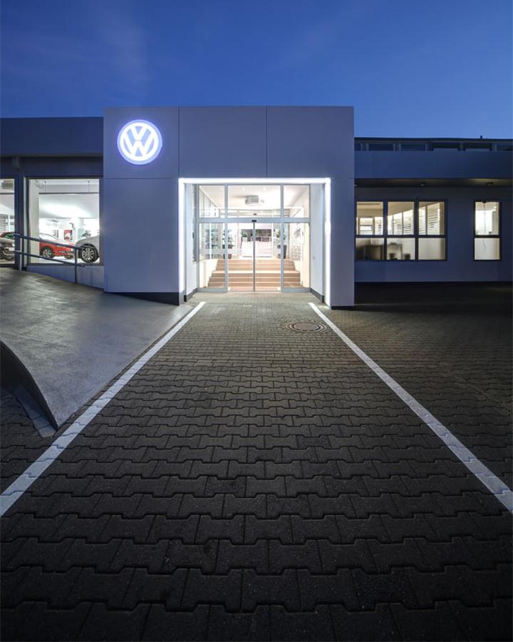 volkswagen center by hell und freundlich  dortmund