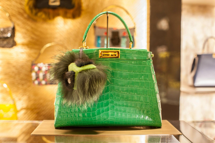 英国伦敦皮具包包专卖店设计