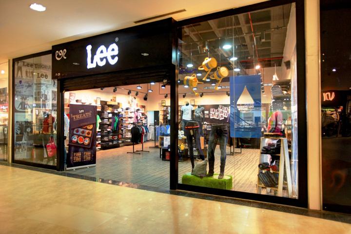 07e81b31 visual/visual merchandising/window display