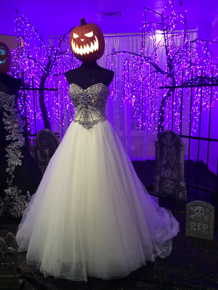 Alexandra s bridal boutique halloween window by joel for Alexandra decoration