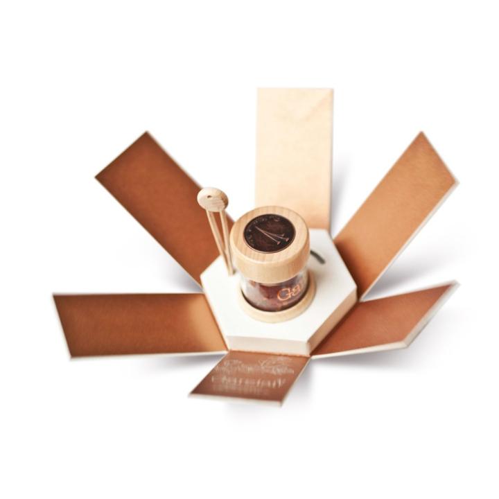 Garzisi Zafferano branding packaging by Brandlore 05 - بسته بندی زعفران با ظاهری حیرت آور : نمونه بسته بندی زعفران