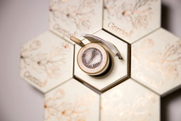 Garzisi Zafferano branding packaging by Brandlore 10 - بسته بندی زعفران با ظاهری حیرت آور : نمونه بسته بندی زعفران