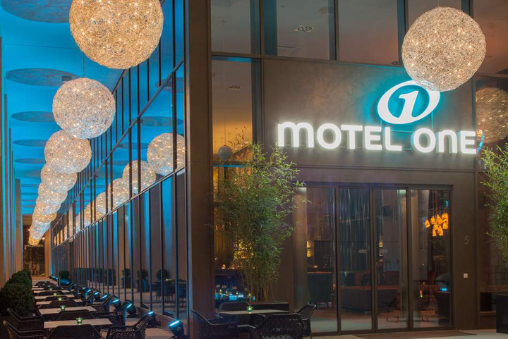 Motel one dresden am zwinger dresden germany retail for Designhotel dresden