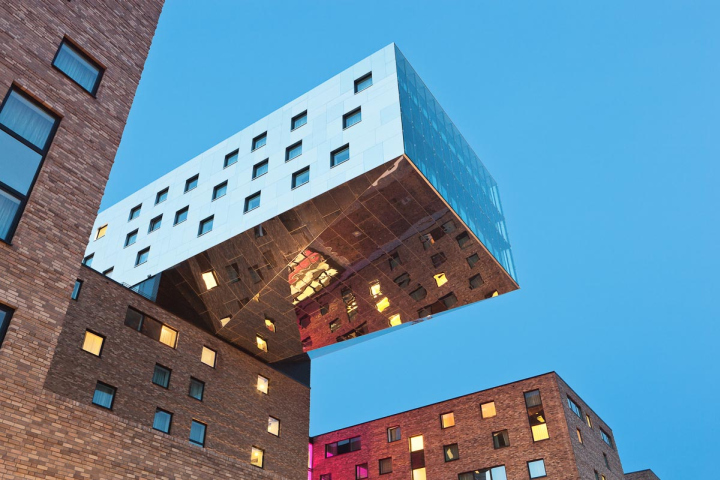 Nhow hotel by sergei tchoban karim rashid berlin for Designer hotel berlin