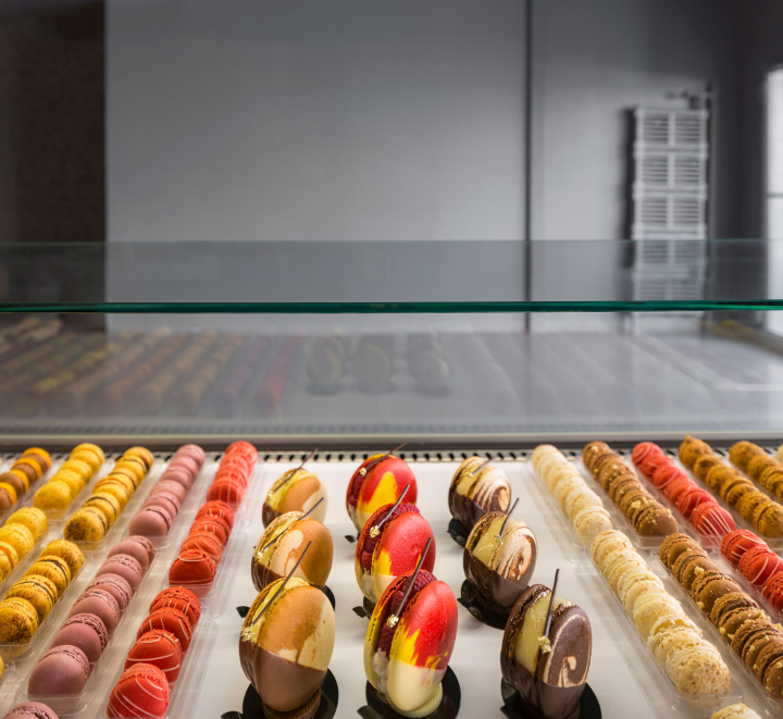La folie patisserie by atelier moderno montreal for Atelier cuisine montreal