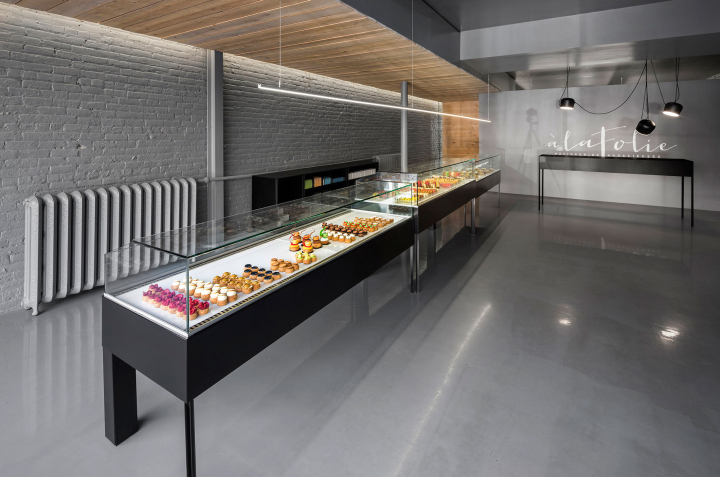 La folie patisserie by atelier moderno montreal for Meubles montreal mobilia