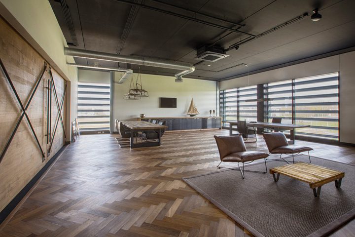 industrial office flooring. Middle Of Three Showrooms First Level, Divided By Recycle Wooden Walls With Industrial Metal Construction, Concrete Floor Office Flooring R