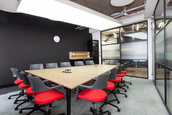 Essence offices by peldon rose london uk retail for Bureau quiksilver