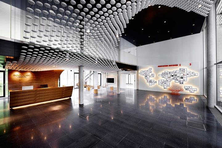 innocean headquarters europe by ippolito fleitz group. Black Bedroom Furniture Sets. Home Design Ideas
