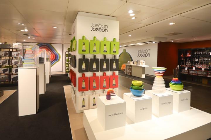 joseph joseph pop up shop by dan hearn munich germany retail design blog. Black Bedroom Furniture Sets. Home Design Ideas