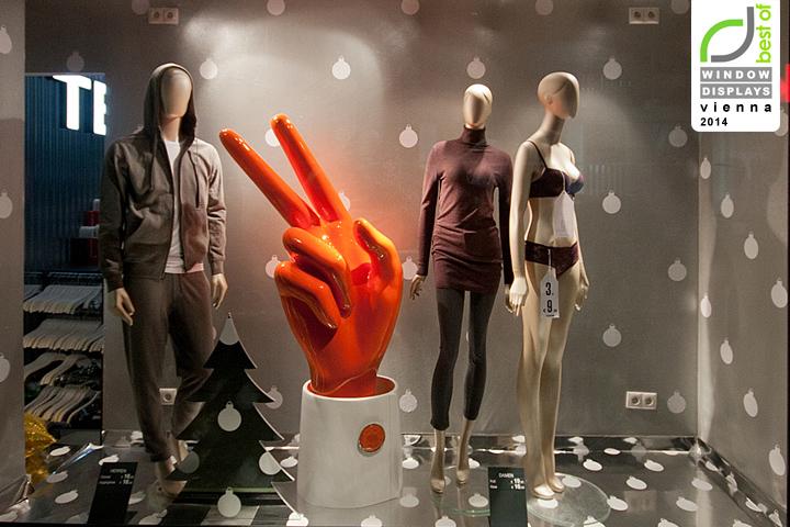 Tezenis christmas windows 2014 vienna austria retail for Moderne schaufenstergestaltung