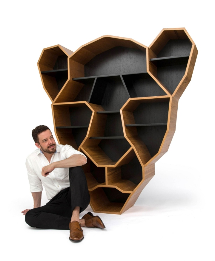 Onça Bookshelf By Henrique Steyer