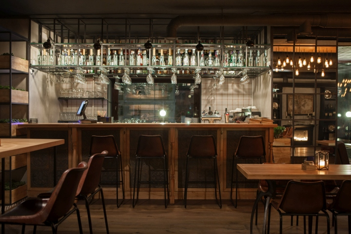 Barco grill wine bar by ample studio novorossiysk - Botelleros para bar ...