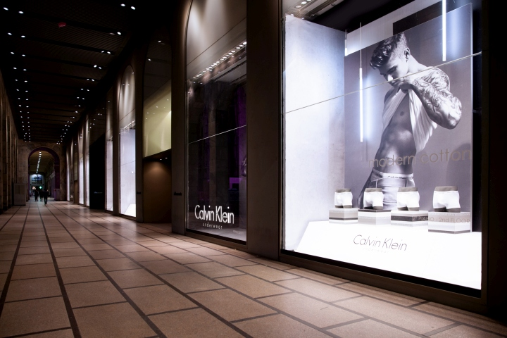 ... Calvin Klein testimonial Justin Biebier together with Lara Stone for  the famous men s underwear  a triumph of biceps a9eb75a4a6