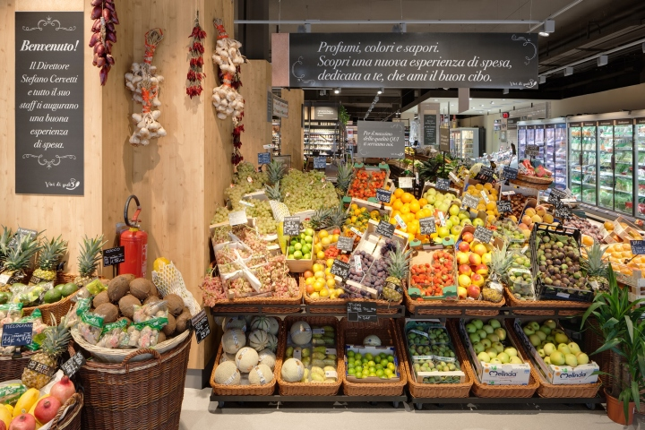 Carrefour gourmet market by interstore design and for Milan food market