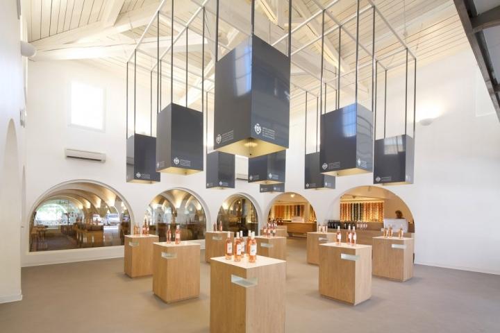 法国Maitres Vignerons葡萄酒商店设计