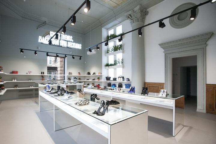Porta 9 shoe concept store by tamara muradova moscow russia retail design blog for Interior design for shoes shop