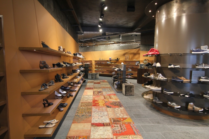 Stratmann shoes store by kitzig interior design meschede for Kitzig interior design gmbh