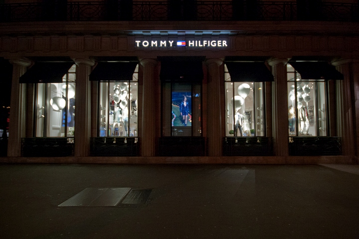 Tommy Hilfiger Windows 2015 Spring, Paris – France f65aad49e435