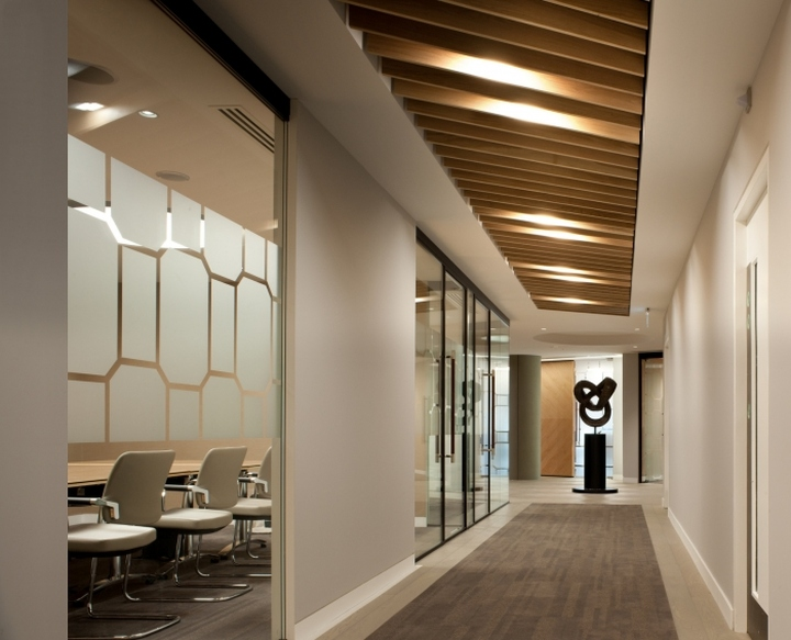 Boodle hatfield offices by resonate interiors london uk for Interior design firms london
