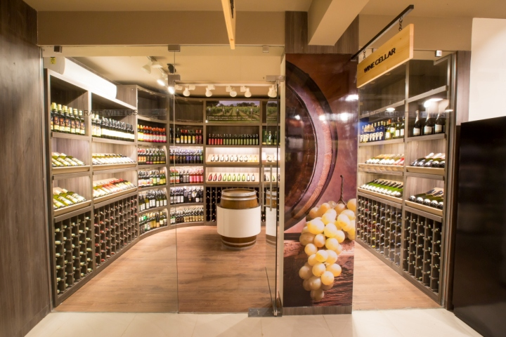 Wine retail design blog for Wine shop decoration