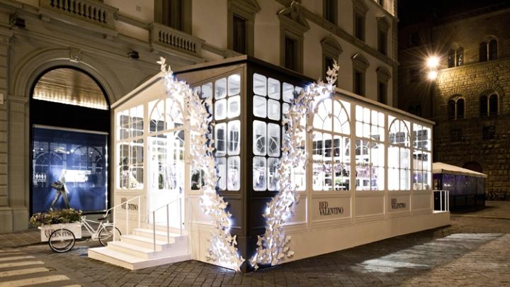 Pop up stores redvalentino greenhouse pop up store florence italy retai - Designer pop up store ...