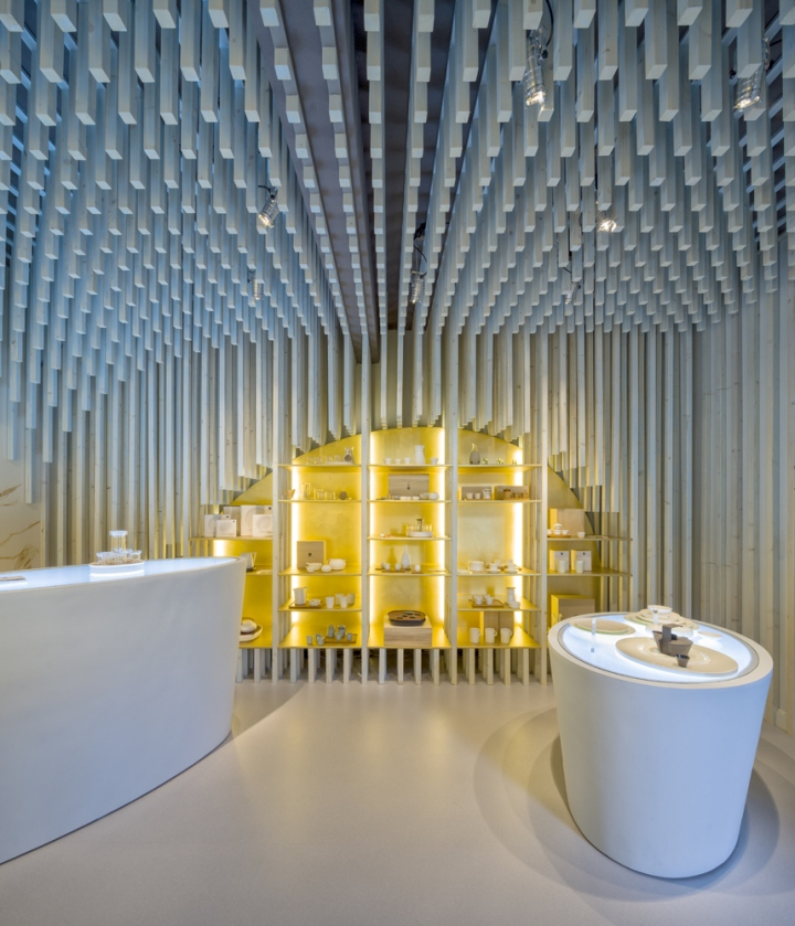 Ook De Eerste Winkel In Europa Werd Aan Nederland Toebedeeld. Sinds Eind  Vorig Jaar Beschikt Zens Over Een Futuristische Showroom In Hartje  Amsterdam.