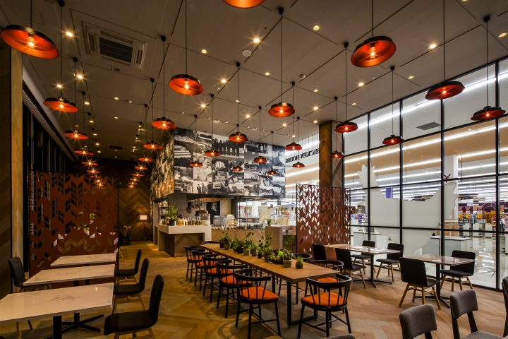Chicken house restaurant by design studio crow gifu
