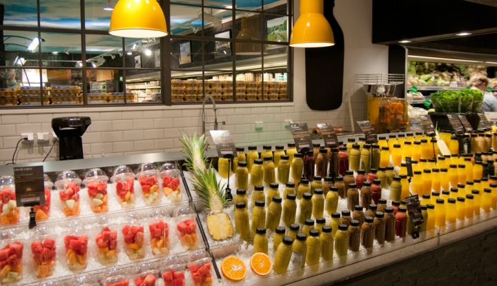 http://retaildesignblog.net/wp-content/uploads/2015/06/ICA-Liljeholmen-Juice-and-Smoothie-Bar-by-IDEI-Stockholm-Sweden-03.jpg