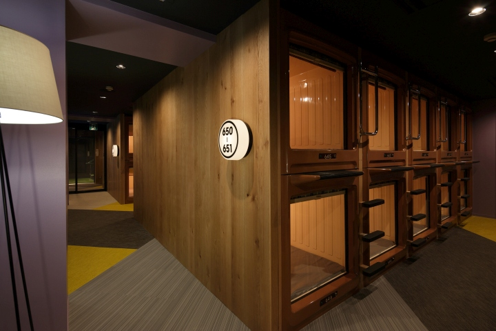 Internet manga caf capsule hotel by fan inc tokyo for Design hotel japan