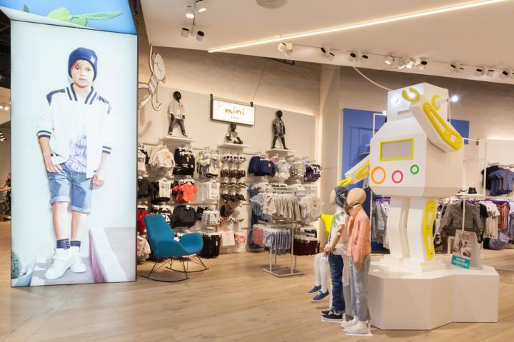 unibox品牌服装店面设计