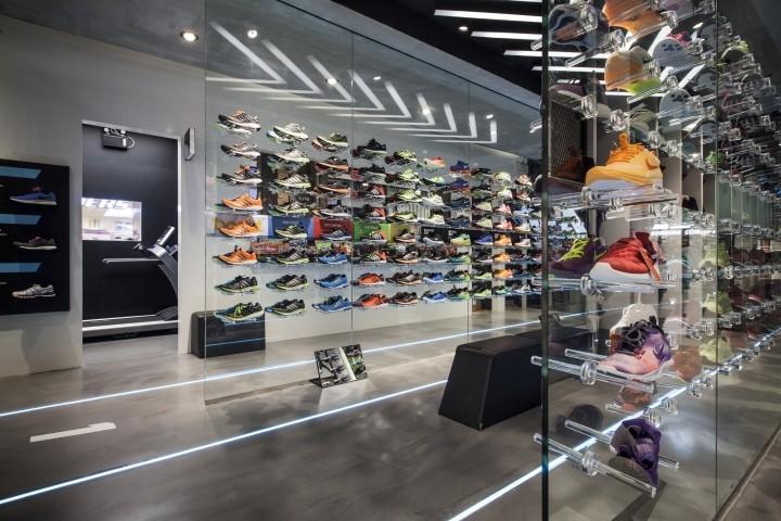 Ari Running store by Whitespace