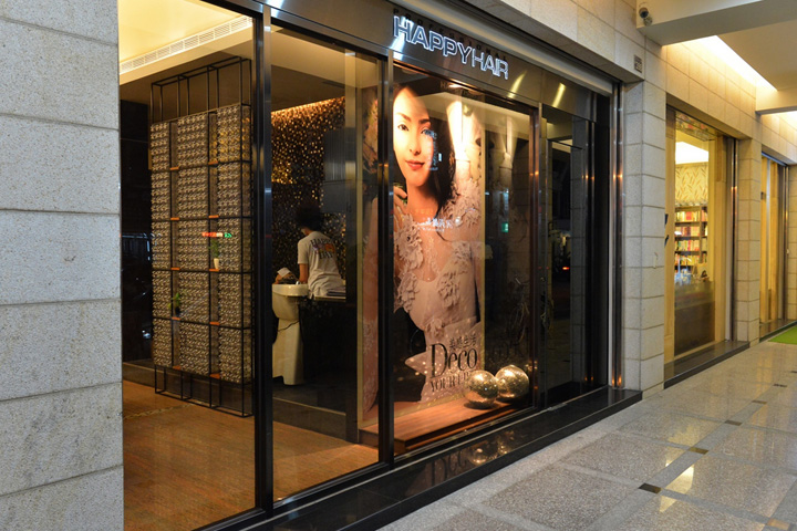 Plastic bottle eco hair salon by 90id taiwan for Beauty salon exterior design