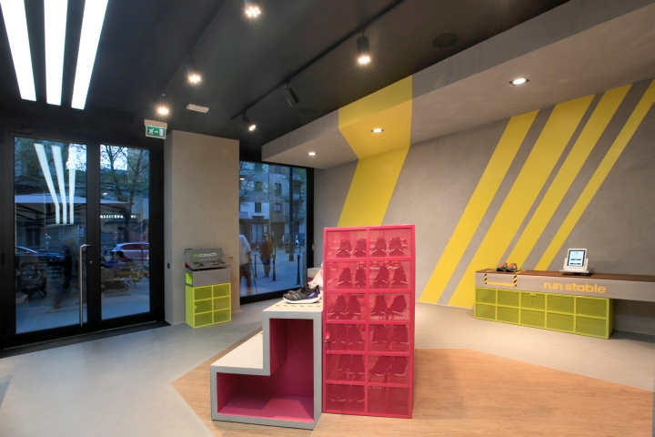Adidas runbase store by dinn milan italy for Unique design milano