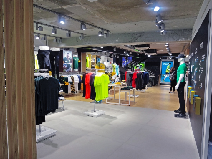 boutique asics paris saint lazare