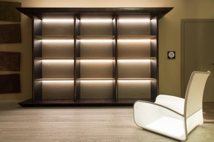 Slife de linea showroom with natevo furniture hamburg for Design sofa hamburg